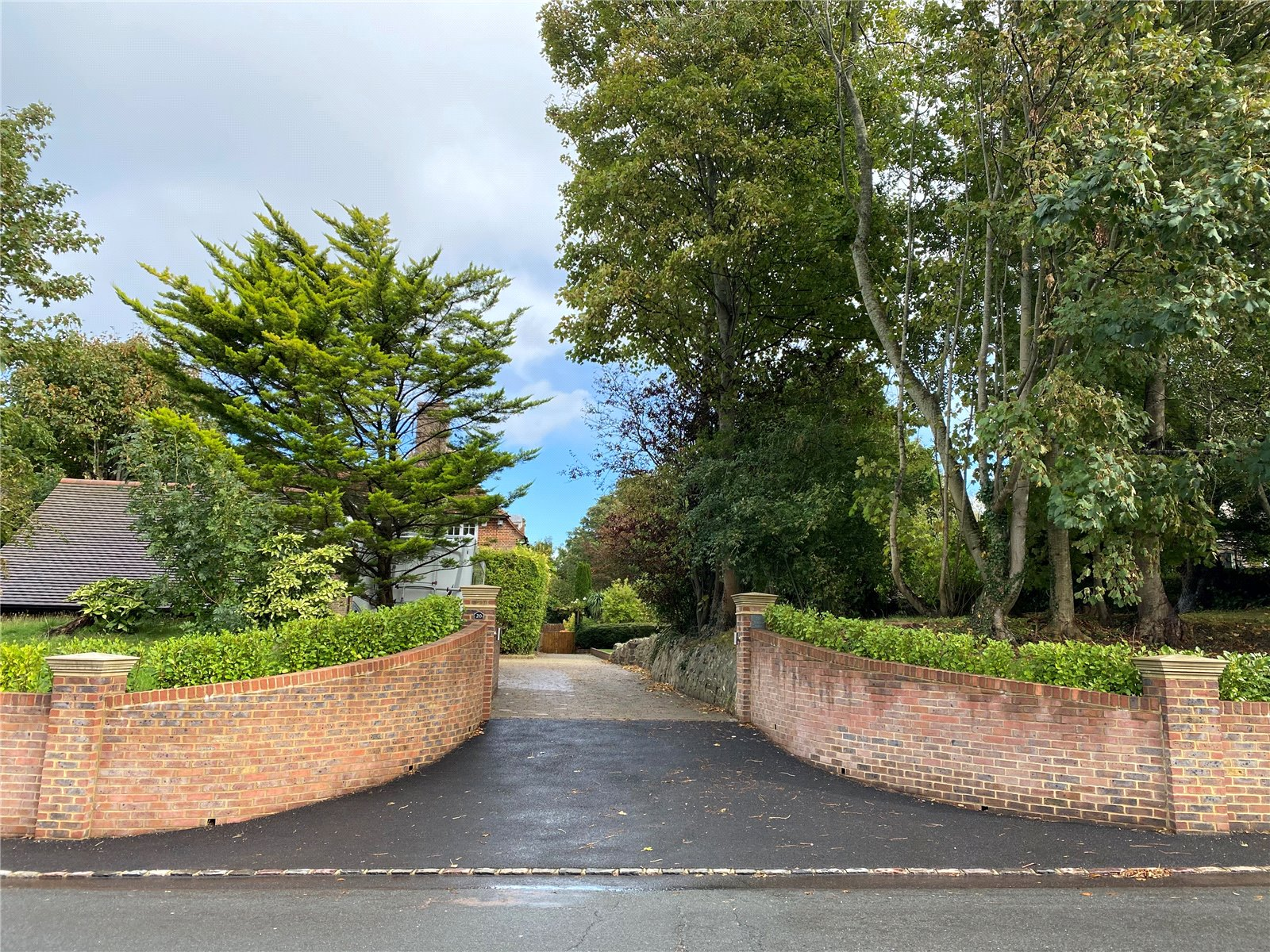 Coopers Hill, Willingdon Village